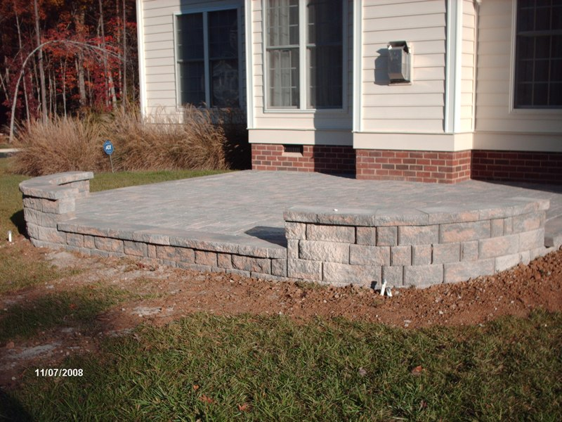 Charmant Rear Patio With Sitting Wall